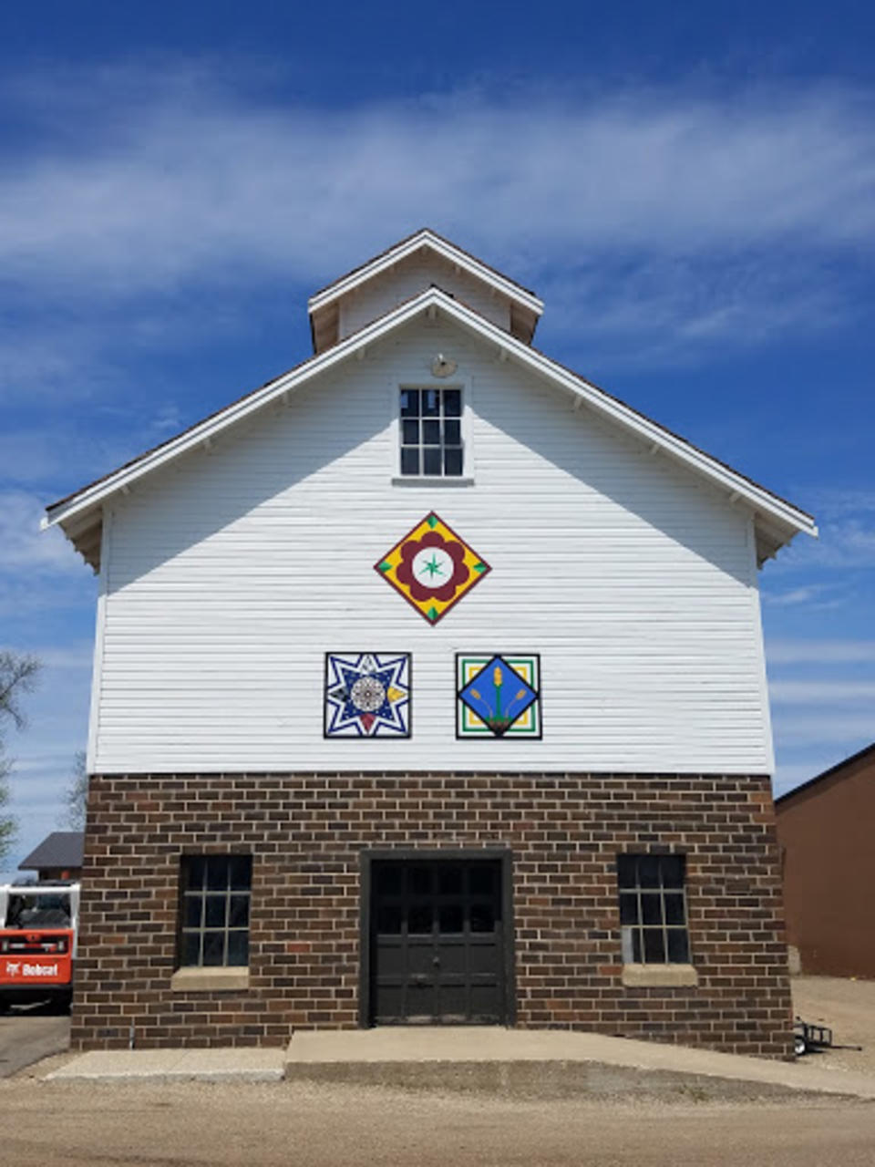 picture of barn quilts